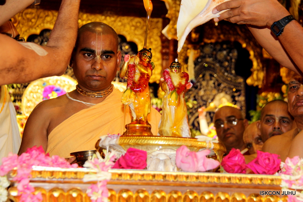 ISKCON Juhu Janmashtami Maha Abhishek on 25th Aug 2016  (3)