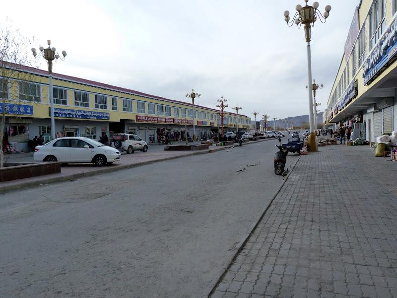 XINJIANG. Karakoram Highway, lune des plus haute route au monde, en passant a 4400 m - P1280623.JPG