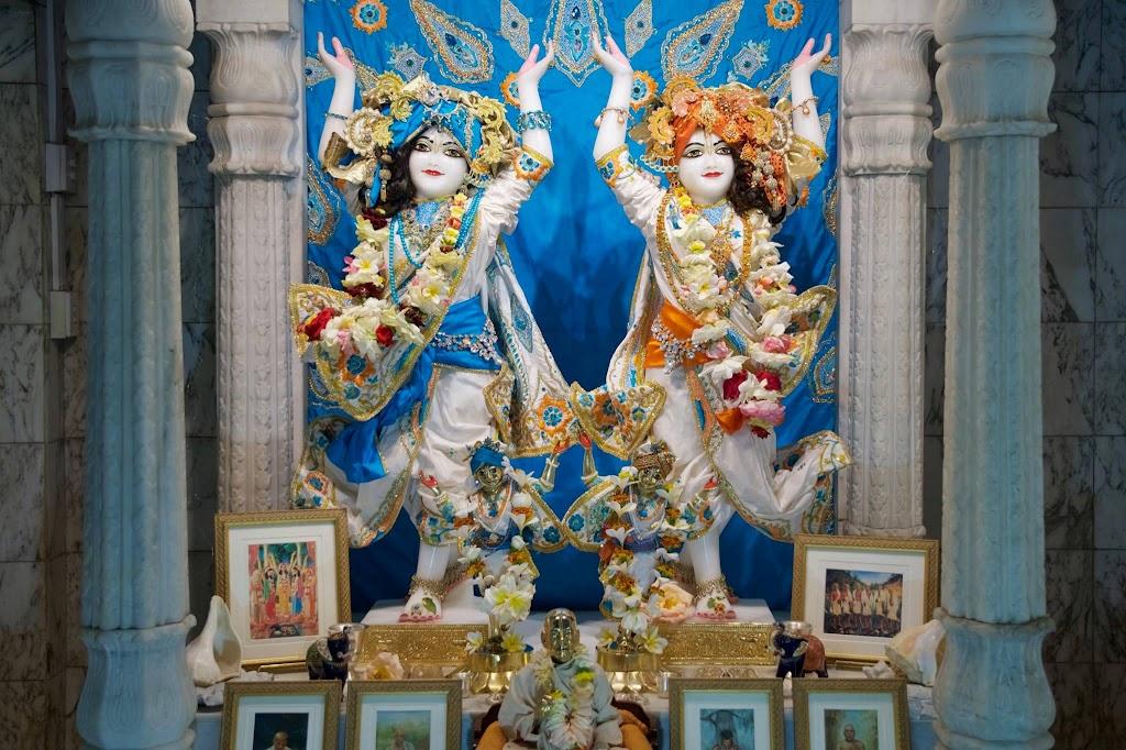 ISKCON New Govardhan Deity Darshan 08 Dec 2016 (36)