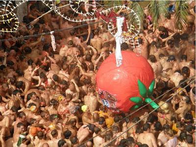 La Tomatina, Buñol, Valencia, Томатина, Буньол, Валенсия, CostablancaVIP, fiesta, праздник томатов, праздник в Испании, Коста Бланка, недвижимость в Испании