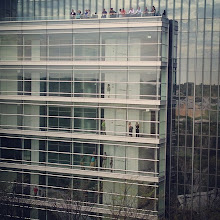 "Photo: @Markdubya- Mark W. Smith, Senior Marketing Manager, Social Media ""Such a fun day at @usatoday: People at the windows and on the roof to see the shuttle."""