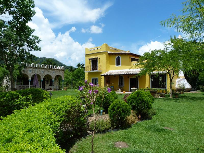 MO FA CAFFE ROOM Style espagnol, superbe rarissime jolie maison, café à gauche