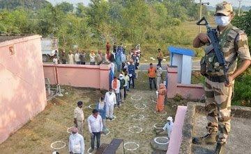 समस्तीपुर, दरभंगा समेत 5 जिलों के कई बूथों में EVM खराब होने से मतदान में देरी