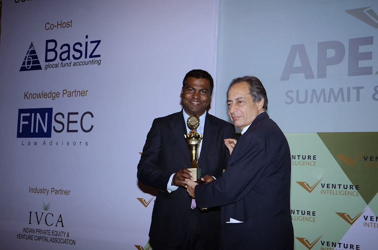 """Ashley Menezes, Managing Director, ChrysCapital receiving the """"Best Private Equity Investor-2013"""" Award"""