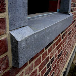 10 - Sloping chiselled sill with back and end dams