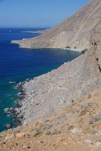 La plage de Glyka Nera (Γλυκά Νερά) vue depuis la route.