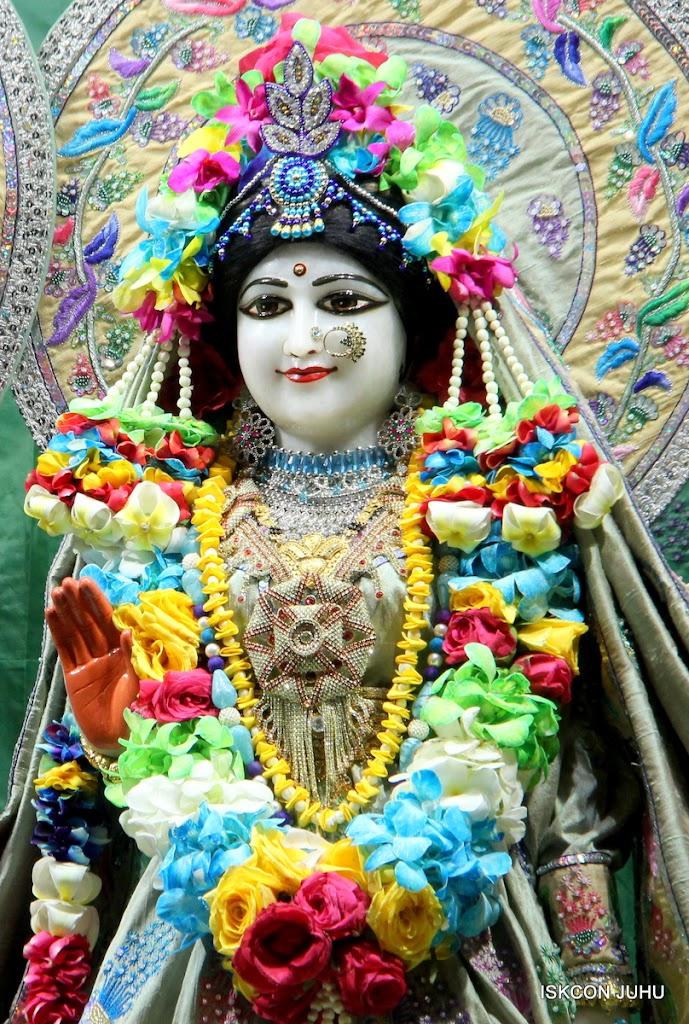 ISKCON Juhu Sringar Deity Darshan on 26th Aug 2016 (27)