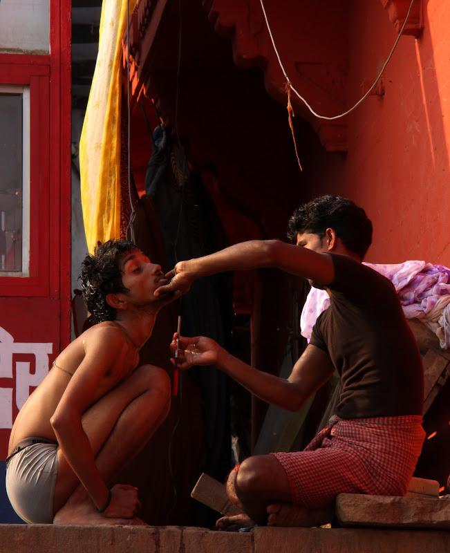 #Varanasighats #Varanasistreetscene #Varanasitourism #Varanasistreetphotography #Uttarpradeshtourism #travelbloggersindia