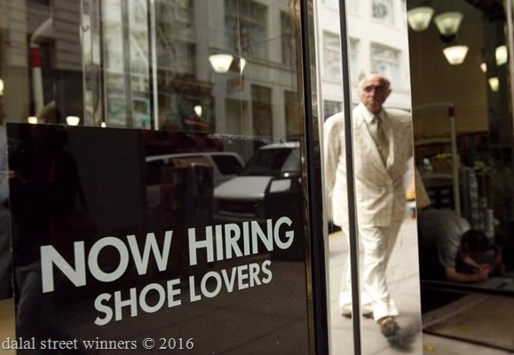 US private sector adds more jobs