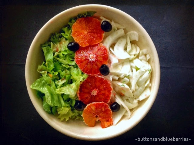 insalata crudista arance olive finocchi e lattuga, senza olio, vegan, leggera, light, raw