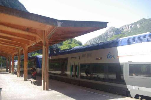 Sur le quai de la gare de Fontan Saorge