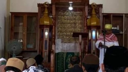 Penjelasan Pengurus Mengapa Khutbah Jumat Berbahasa Arab di  Masjid Syathariyah