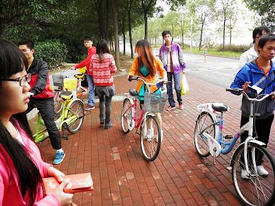 Bikers engulfing of goo