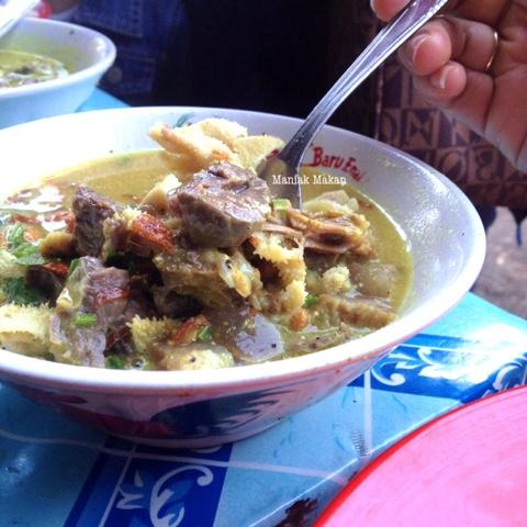maniak-makan-kawasan-surya-kencana-bogor-chinatown-kuliner-khas-soto-kuning-pa-bongkok