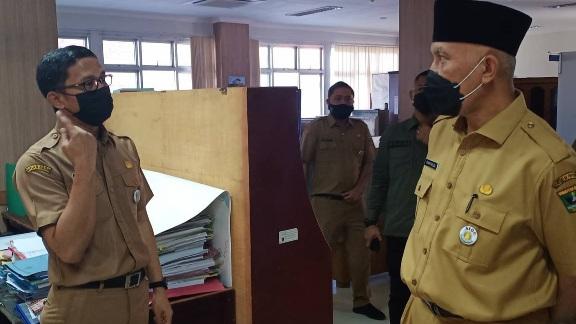 Sidak ke Dinas ESDM Sumbar, Gubernur Mahyeldi Ajak  ASN Tegakkan Disiplin
