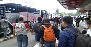 Brebes Banjir, Penumpang Kereta Api Di Langsir Bus