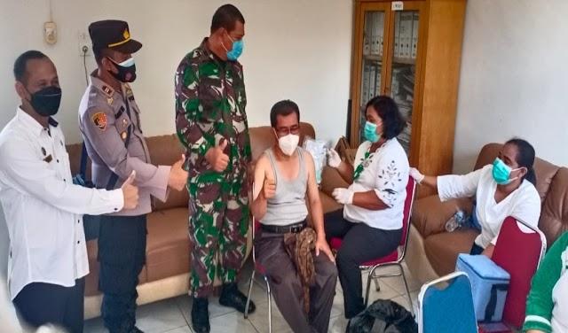 Kapolsek Padang Hulu Bersama Forkopimcam Monitoring Vaksinasi Aparatur Kelurahan