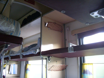 進行方向と平行の寝台