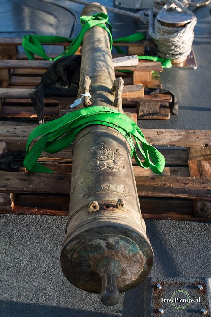 mijnenjager Zr. Ms. Zierikzee de overdracht van het kannon 036