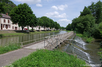 Photo: Canal latéral à la Loire. Le canal latéral à la Loire va de Briare (Loiret) à Digoin (Saône et Loire).