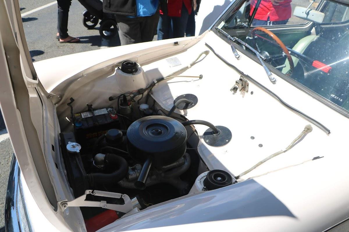 Ford Anglia 105E (02).jpg