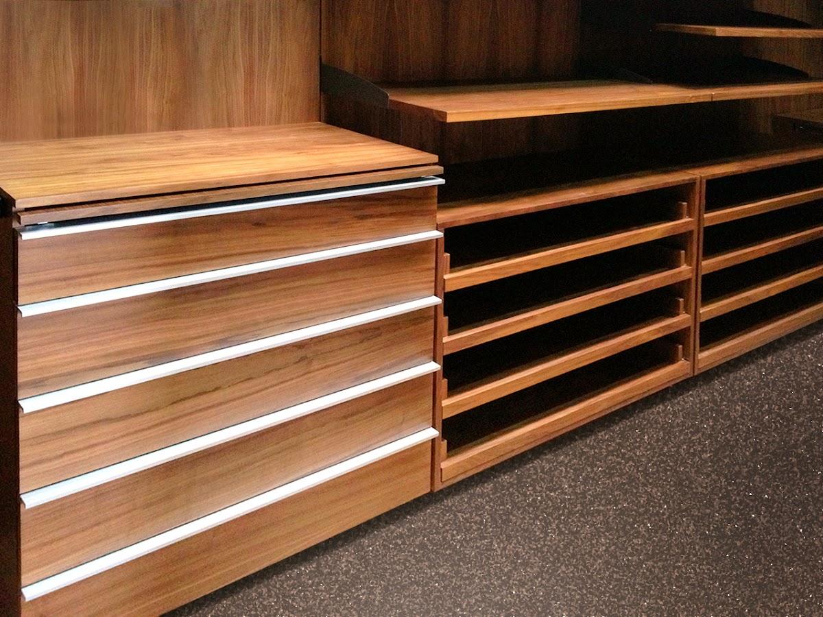 Closets y vestidores minimalistas 100 configurables for Tejado de madera en ingles