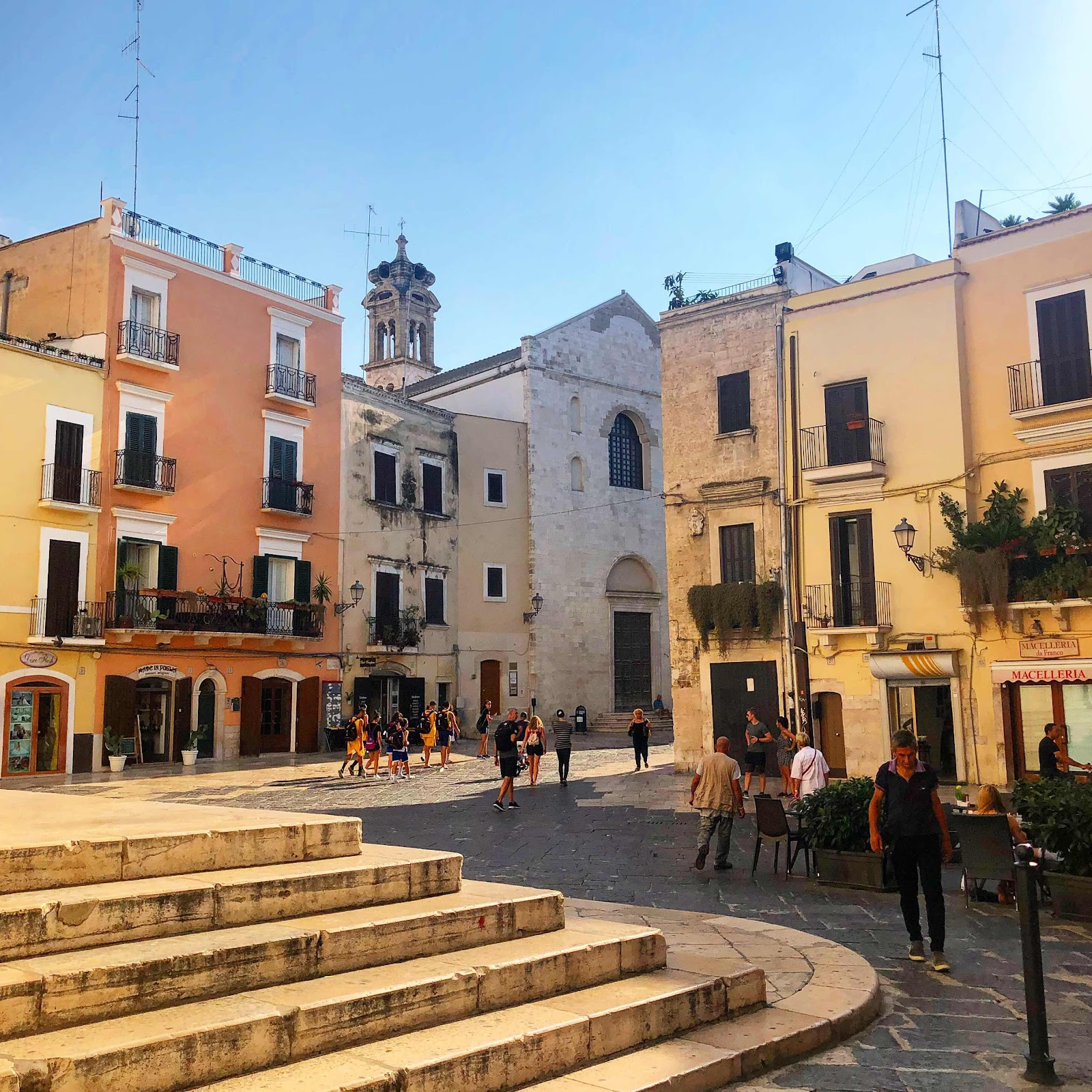 travel-blog-bari-italy-main-square