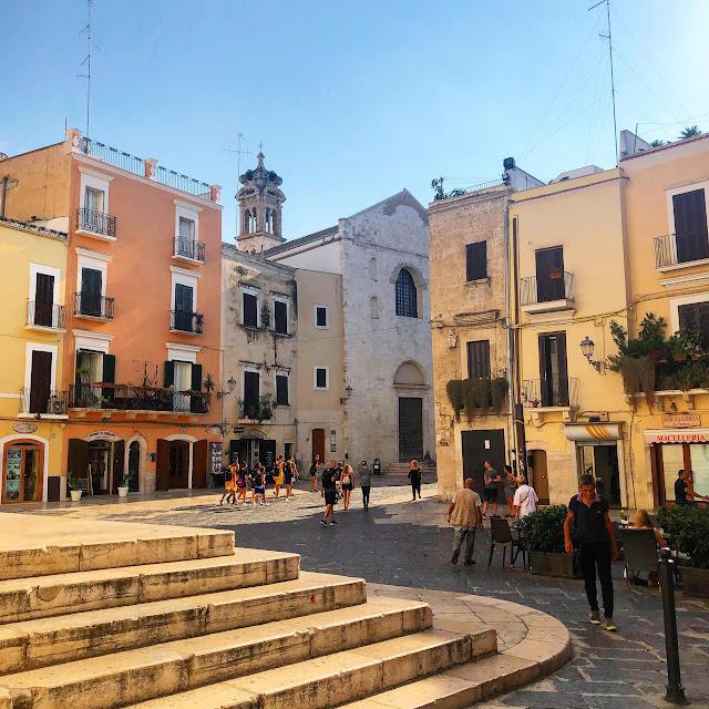 travel-blog-bari-italy-main-square