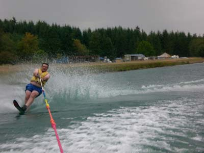 Hey---the fat-guy can waterski?