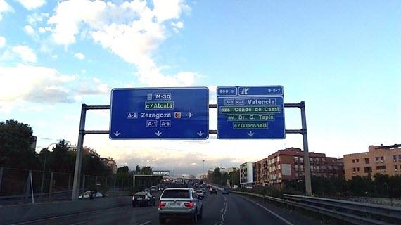 Obras en las señales informativas de la M-30