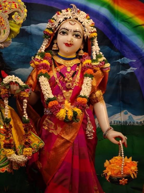 ISKCON Nigdi Deity Darshan 08 April 2016 (11)