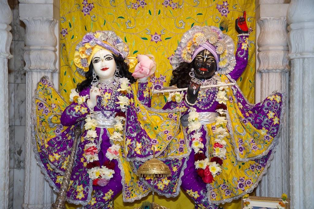 ISKCON New Govardhana Deity Darshan 22 Dec 2016 (53)