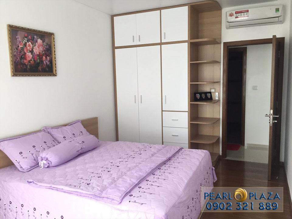 phòng ngủ với ga trải giường màu tím hồng đẹp mắt
