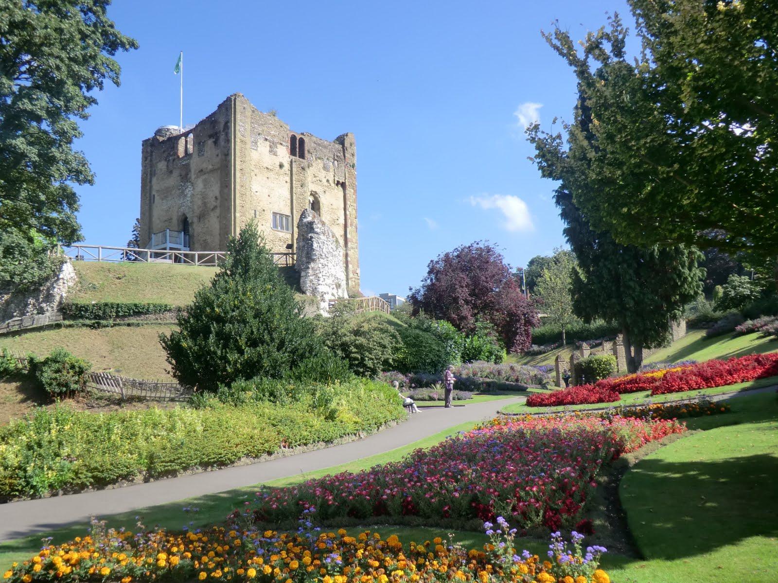 CIMG8481 Guildford Castle grounds