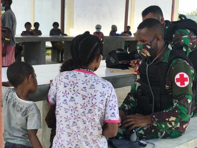 Adakan Bakti Kesehatan, Satgas Pamtas Yonif 403/Wirasada Pratista Memperoleh Hati Rakyat di Wilayah Perbatasan RI-PNG