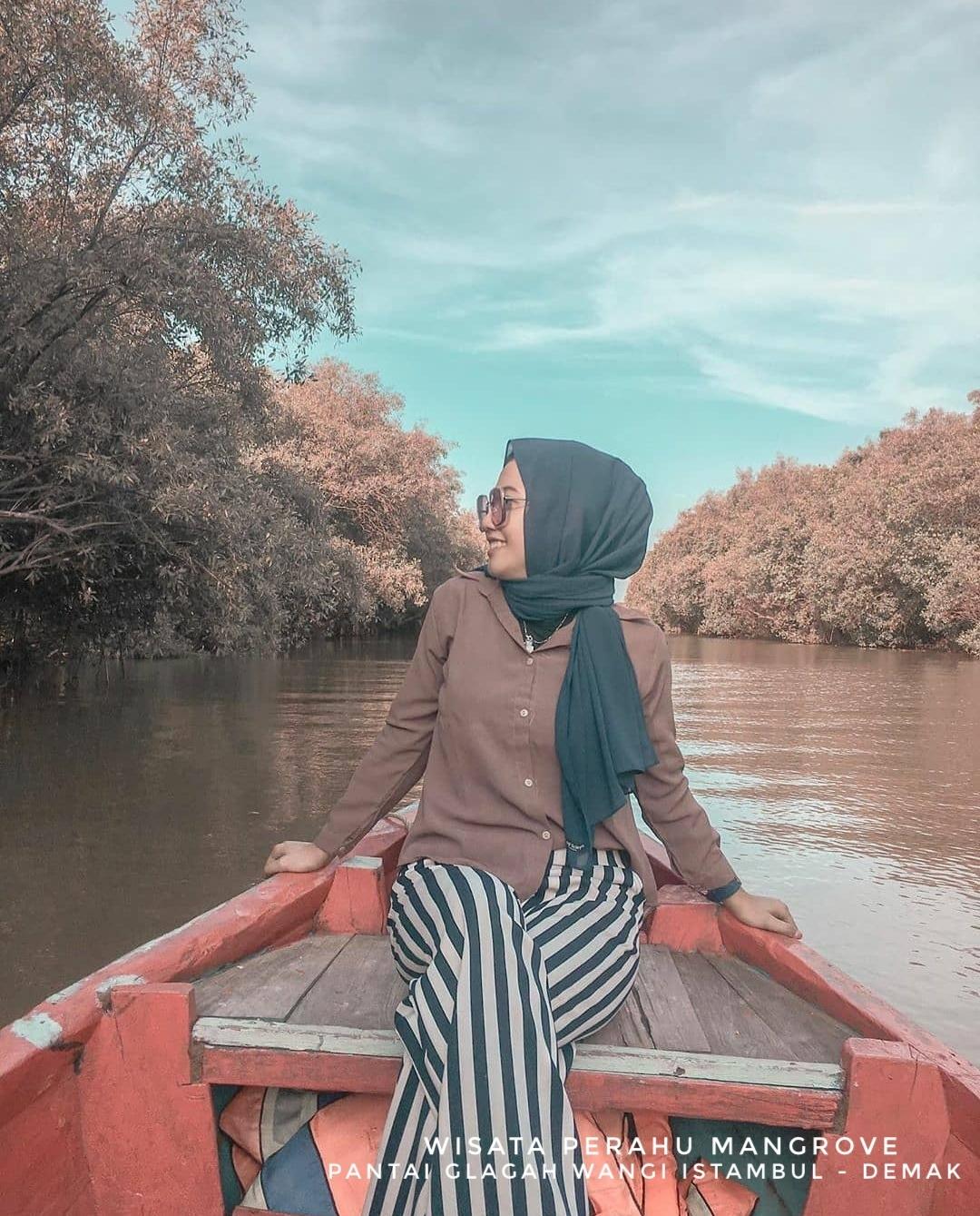 Sarana di pantai glagah wangi demak perahu