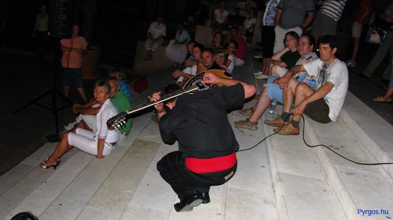 Hrisztosz bouzouki szóló Pécs, Széchenyi tér - Pyrgos táncház