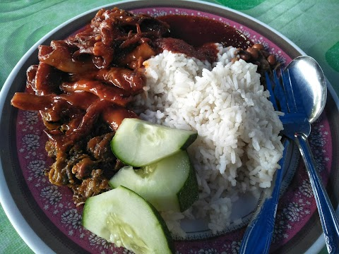 Nasi Lemak Sotong Kerang Yang Syok Gila Bila Makan