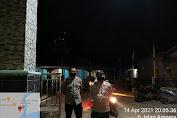 Polsek Belitang Terjunkan Personel PAM Salat Tarawih