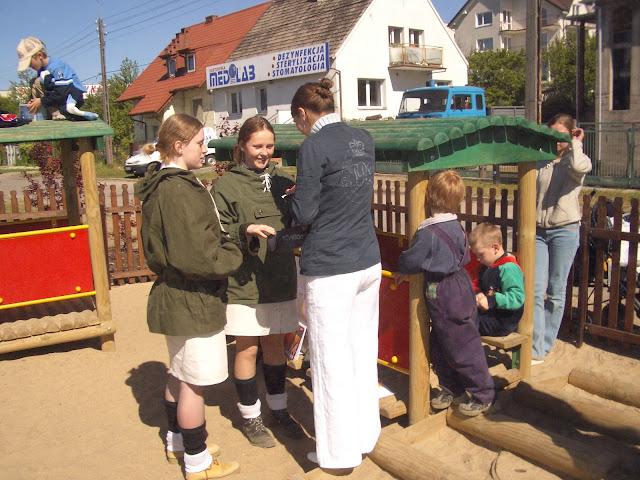 Otwarcie placu zabaw ul. Druskiennicka - 2004-06-02%2B052.JPG