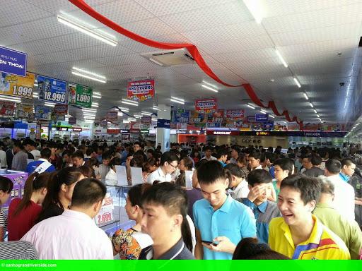 Hình 1: Trần Anh khai trương siêu thị điện máy tại Bắc Giang