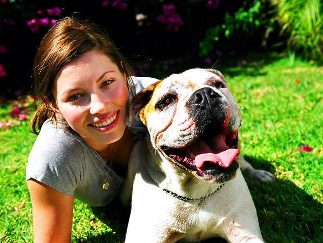 Jessica Biel and her bulldog East