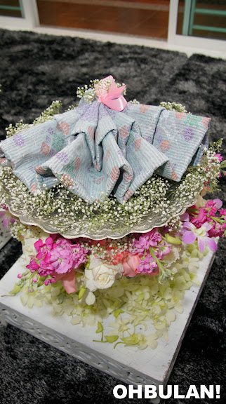 gubahan hantaran kain samping pertunangan liyana jasmay