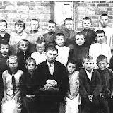 Начальная школа. Второй слева во втором ряду Федя Муравченко