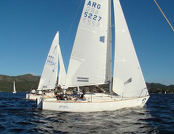 J/24 one-design sailboat- sailing Argentina