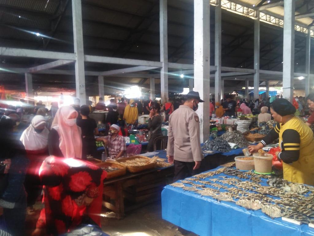 Polsek Lalabata Pam dan Patroli Dialogis di Pasar Sentral Soppeng
