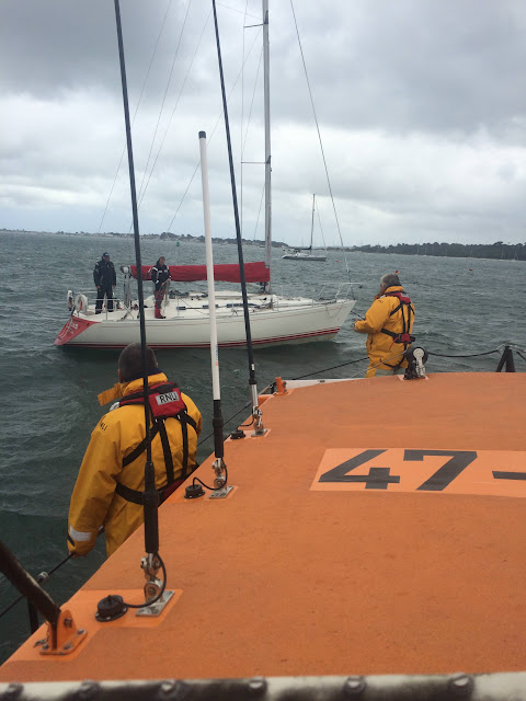 Poole ALB assists a yacht in Poole Harbour - 25 July 2015