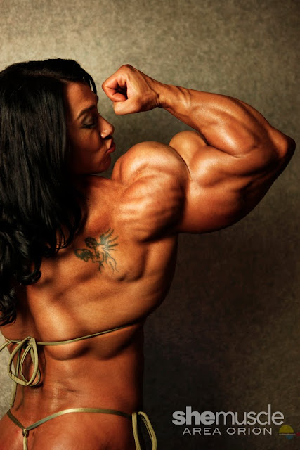 Alina Popa muscle morph