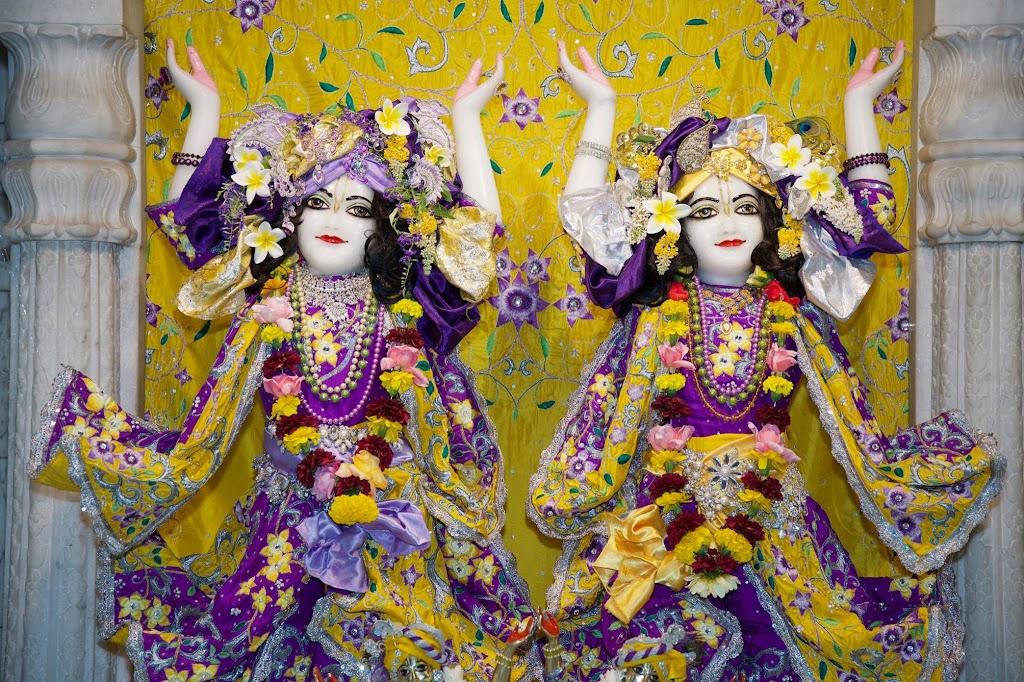 ISKCON New Govardhana Deity Darshan 22 Dec 2016 (44)