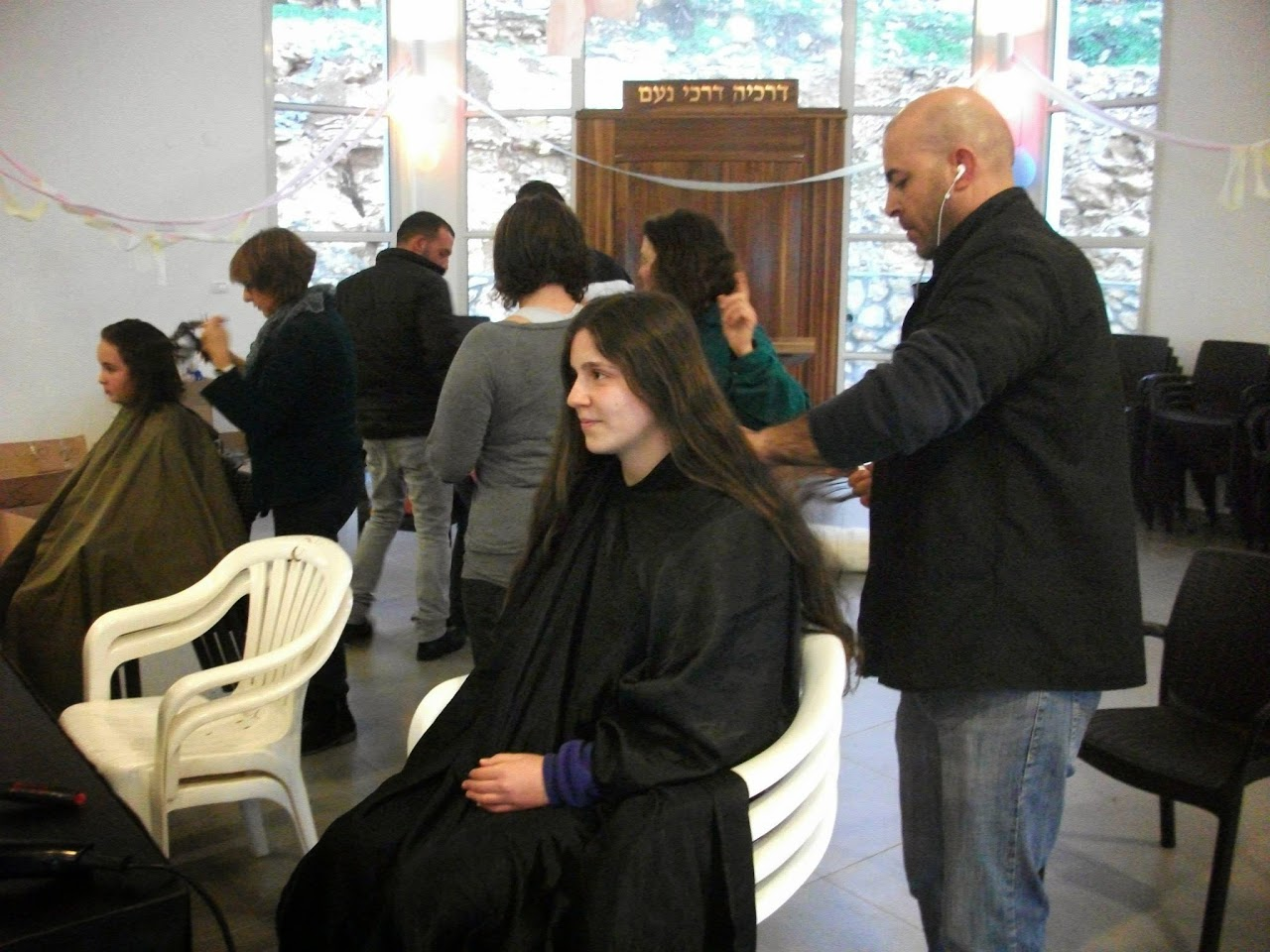 Donating hair for cancer patients 2014  - 1890484_539677142815250_1522658210_o.jpg